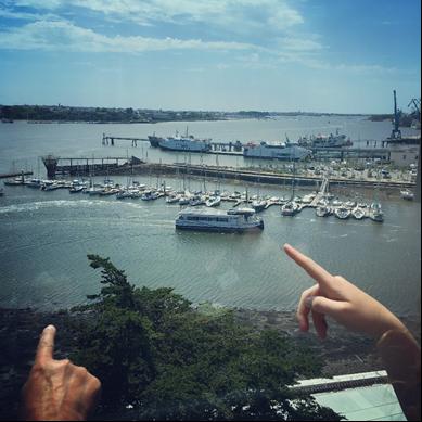 Bilden visar en elfärja på floden Scorff i Lorient, Frankrike