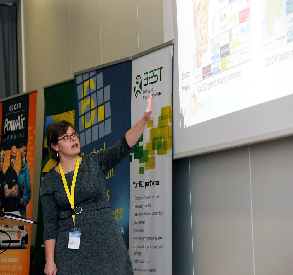 Daniella Johansson, projektledare på Energikontor Sydost presenterar projektet Småskalig kraftvärme.