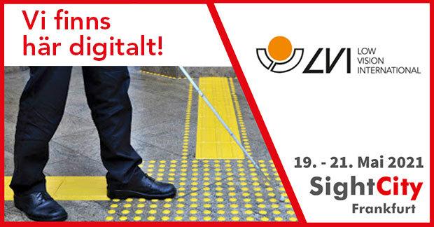 Bild som visar delar av benen på en man som går med vit käpp. I bilden står texten Vi finns här digitalt och datumen 19-21 maj som gäller för SightCity.