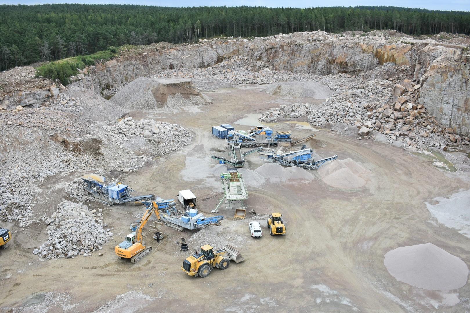 Bild över Furuby bergtäkt som nu köps upp av Asfaltbolaget och blir vårt nya affärsområde ballast.