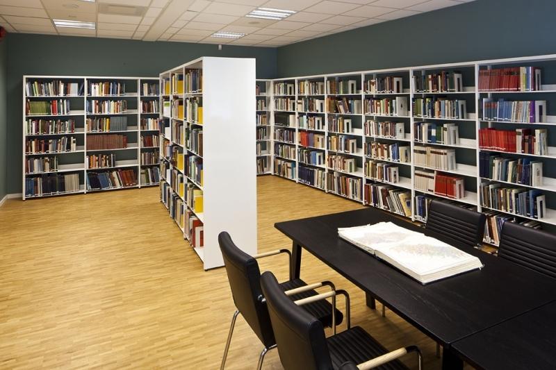 https://s3-eu-west-1.amazonaws.com/static.wm3.se/sites/504/media/185511_small_Bor__s_stadsbibliotek-04.jpg?1516824169