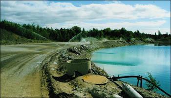 Bevattningen binder upp dammet vilket ger en bättre miljö både för de som arbetar där och för dem som bor i närheten.