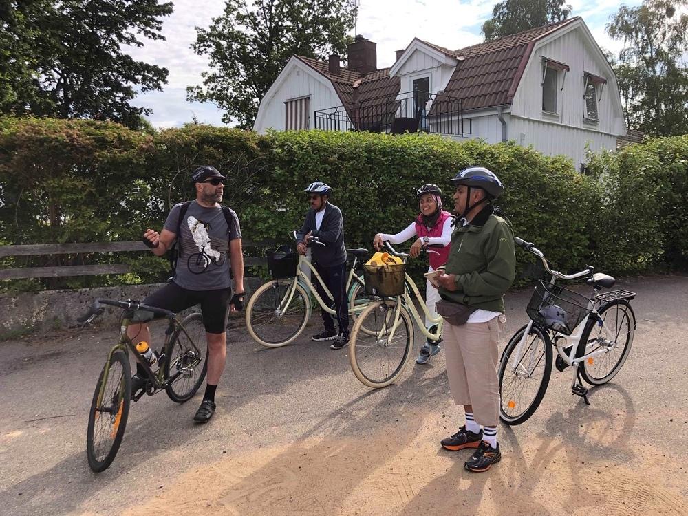 Ian guidar cykelturer i Älmhult.