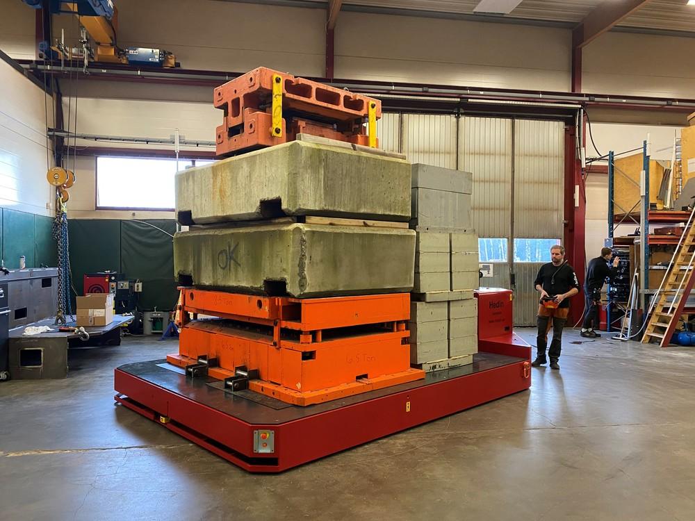 Battery operated platform transporter