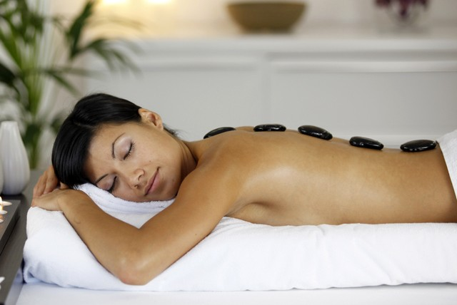 £15 instead of up to £45 for a 1 hour hot stone, Swedish or deep tissue massage at Heena's Beauty, Ilford - save up to 67%