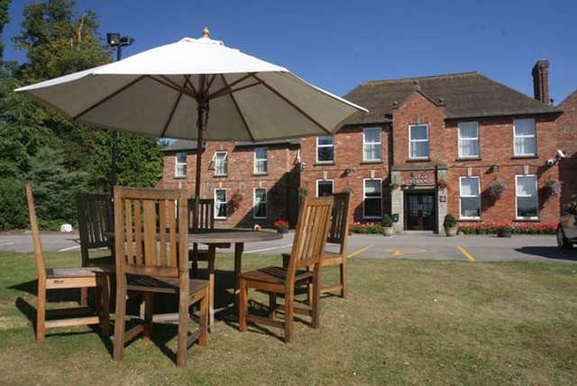 £119 instead of up to £204 for a 2 night Cotswolds stay for 2 inc. breakfast at Hatherley Manor Hotel - save up to 42%