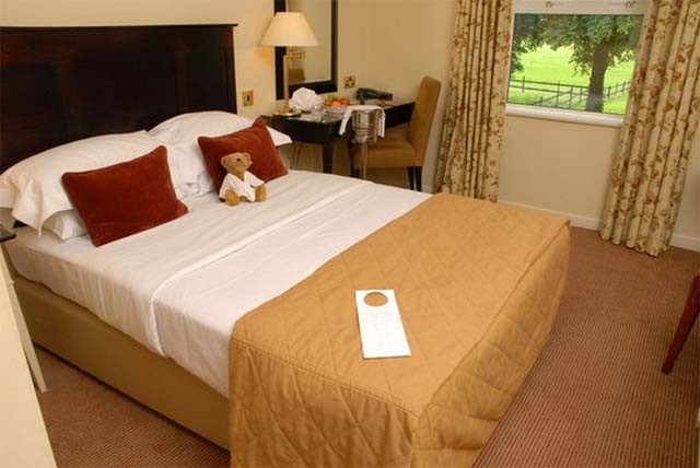 £79 instead of £140 for a 1 night Cotswolds stay for 2 inc. dinner and breakfast at Hatherley Manor Hotel - save up to 44%