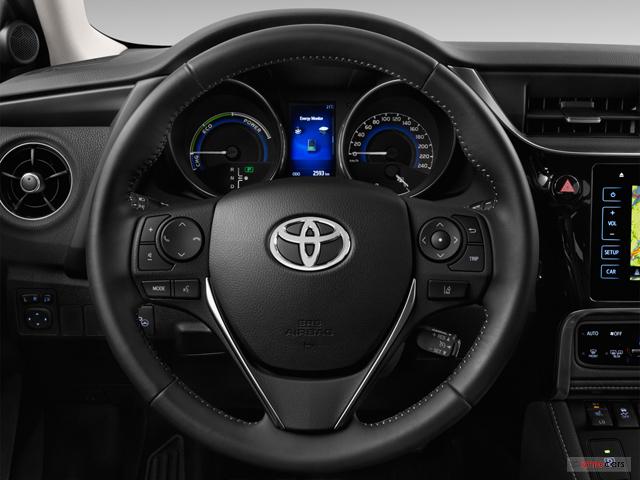 voiture neuve toyota auris nouvelle my17 tendance auris hybride 136h 5 portes 2018 besancon 97. Black Bedroom Furniture Sets. Home Design Ideas