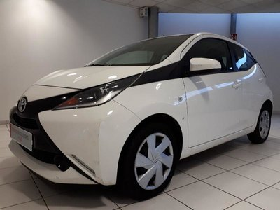 toyota aygo occasion 1 0 vvt i 69ch x play 5p metz hes4 44385. Black Bedroom Furniture Sets. Home Design Ideas