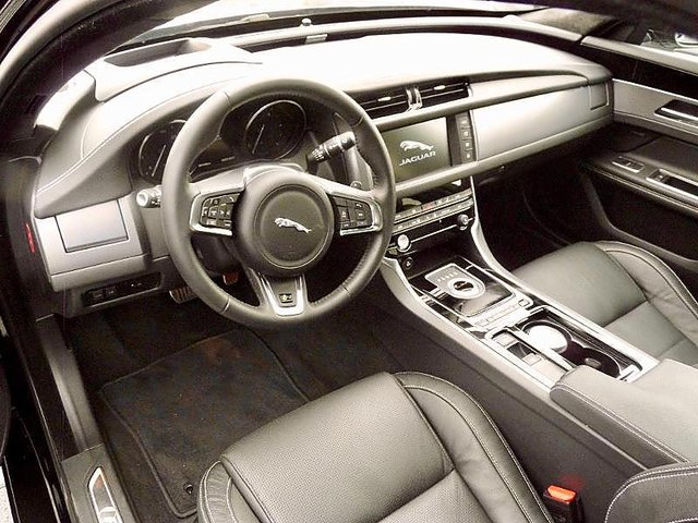 jaguar xf 3 0 v6 d 300ch r sport bva occasion li vin 41 990. Black Bedroom Furniture Sets. Home Design Ideas
