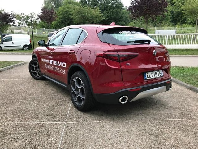 alfa romeo stelvio 2 2 diesel 210ch lusso q4 at8 occasion he18 vd101031. Black Bedroom Furniture Sets. Home Design Ideas