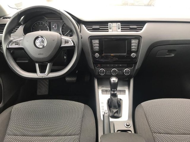 skoda octavia break occasion 1 6 tdi 105ch cr business plus dsg7 reims he10 21022888. Black Bedroom Furniture Sets. Home Design Ideas