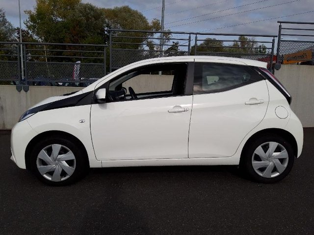 toyota aygo occasion 1 0 vvt i 69ch x play 5p colmar he27 34299. Black Bedroom Furniture Sets. Home Design Ideas