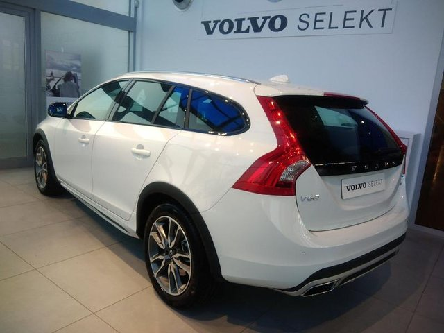 volvo v60 cross country occasion d4 awd 190ch pro geartronic reims hes9 502811. Black Bedroom Furniture Sets. Home Design Ideas