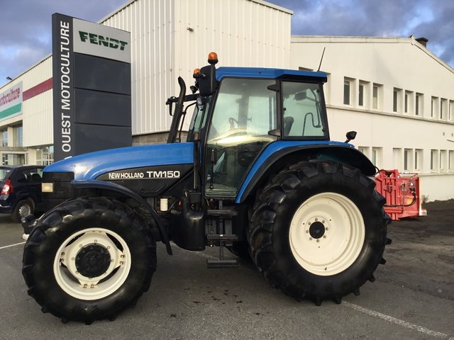 Occasion New Holland TM 150 à PLOUFRAGAN 22