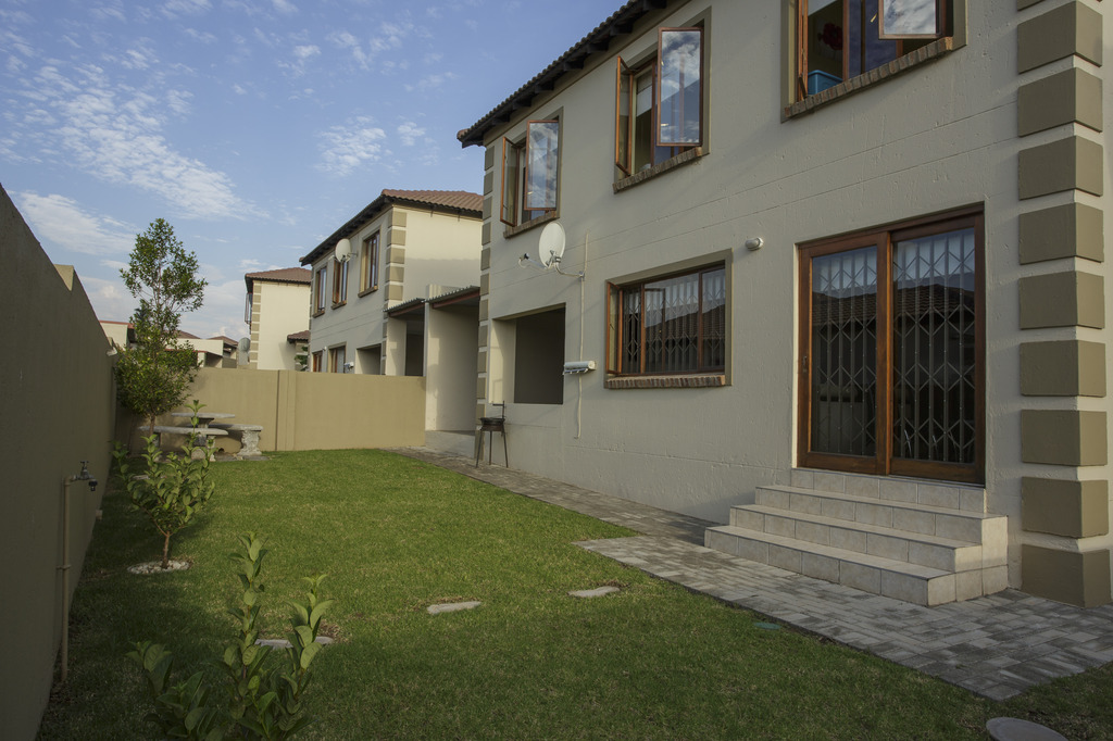 00 The Villa Olive, 1 Rietspruit Rd, The Reeds