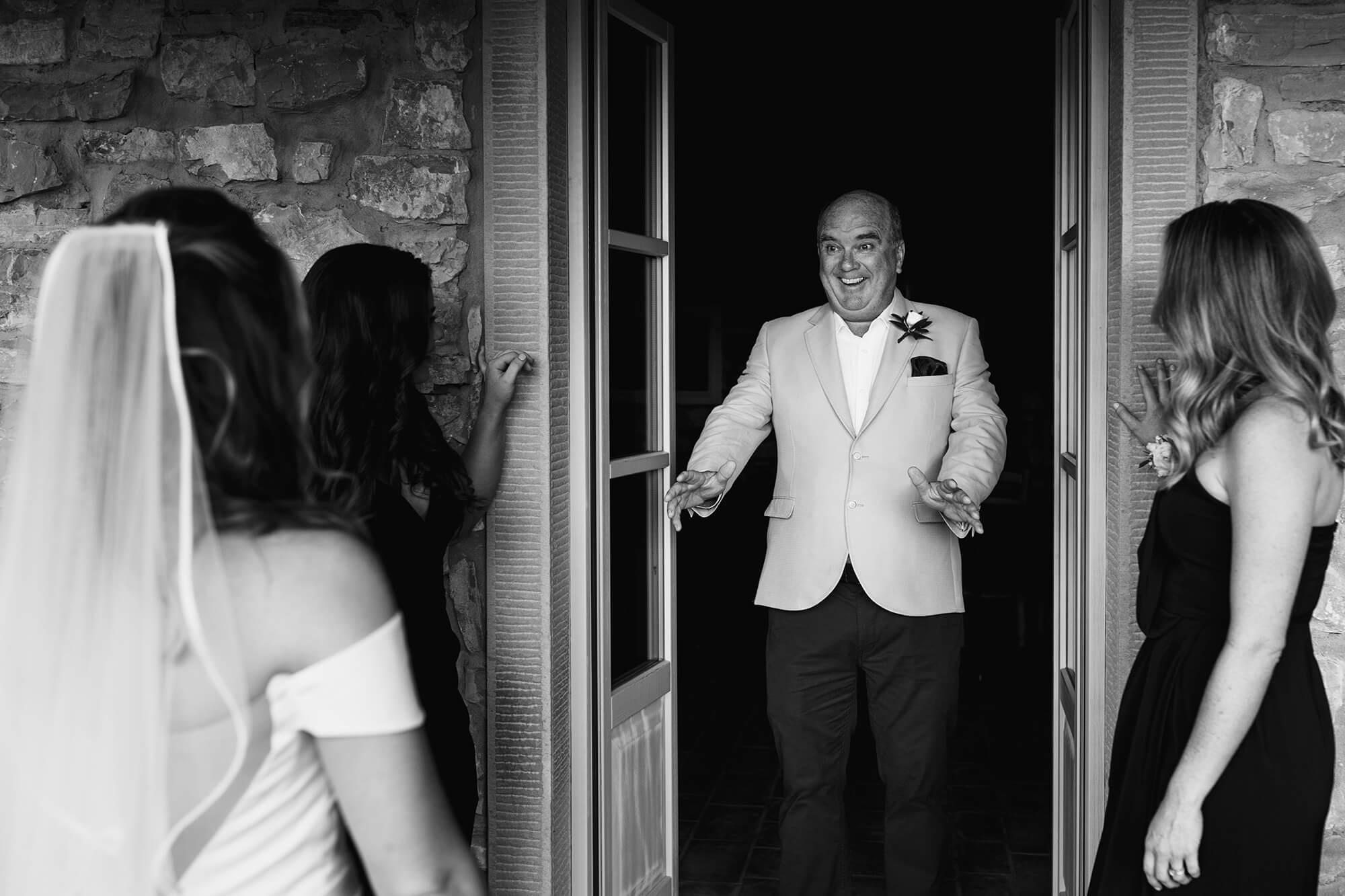 dad seeing his Italian bride