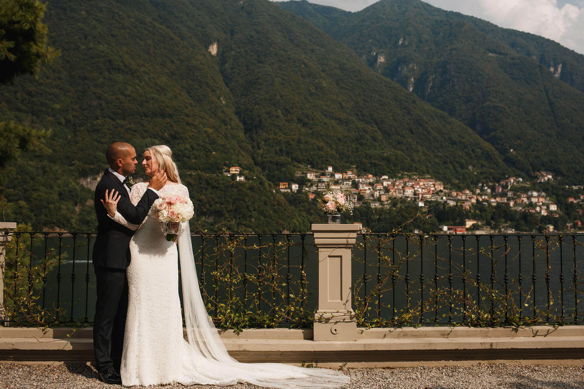 bride and groom in Laglio
