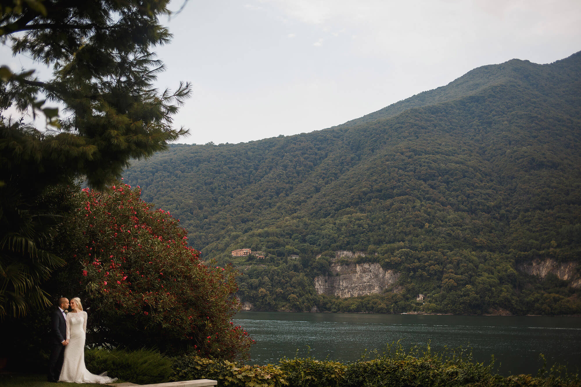 Lake Como perfect for wedding photos