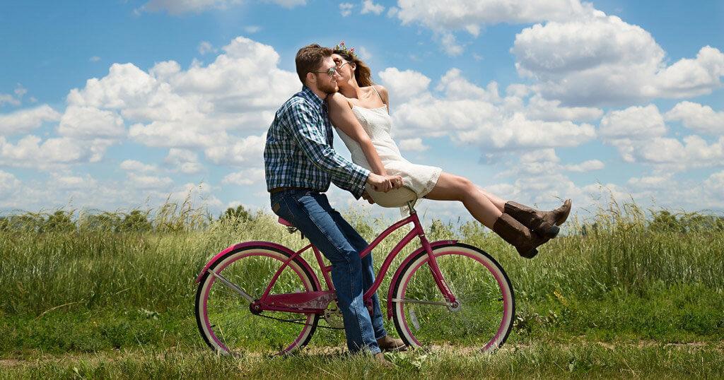 Muz a zena na kole