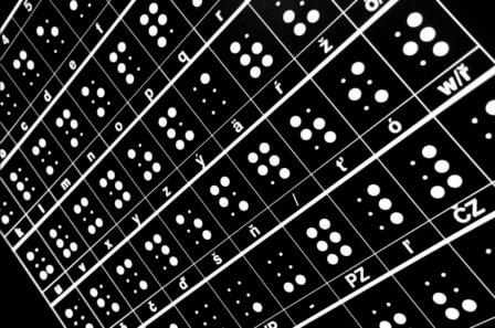 neviditelna_foto_braille