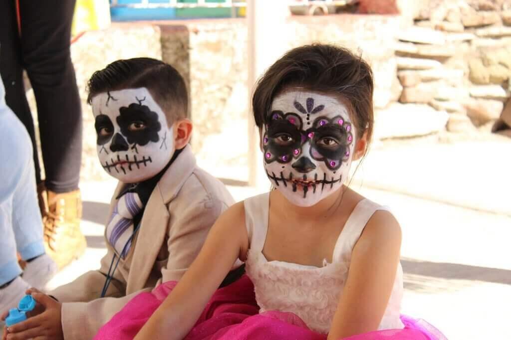 halloween-costume-1796379_1280