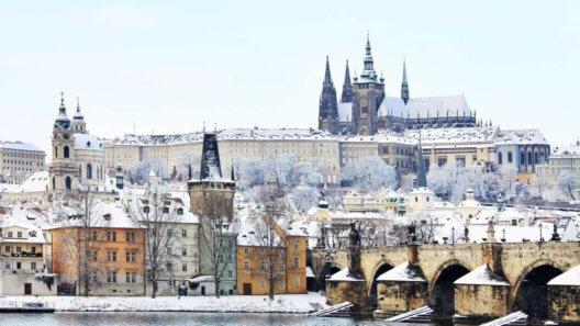 winter-prague-castle