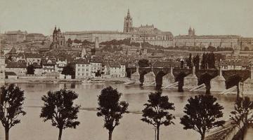 Fridrich vyhled na prazsky hrad z naplavky nabrezi