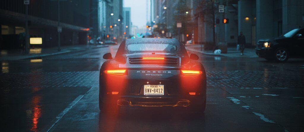 Auto ve městě