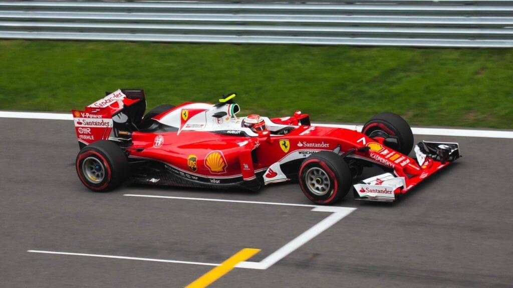 Titulka z článku Niki Lauda