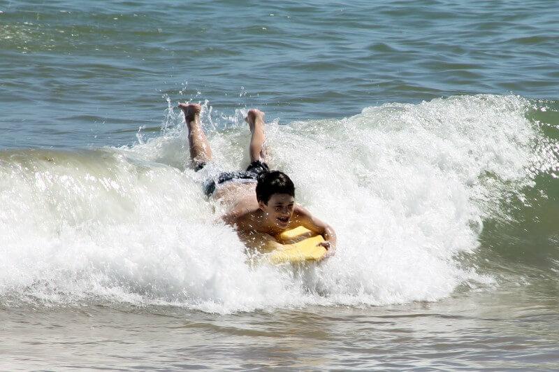 obrázek z článku o indoor surfingu
