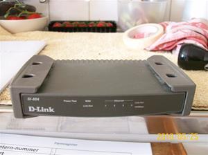 385. D-link, router. Typ: DI-804. Nr: 1130 B 36658. Fotonr: 100_5759
