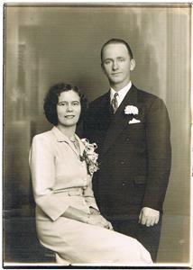 Moster Märta (Martha i USA) och morbror Karl Norrby, bröllopsfoto. Årtal okänt. Märta var min mors syster.