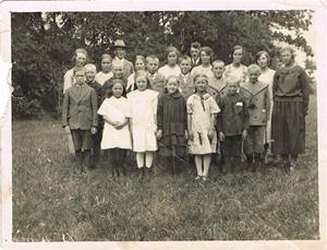 Söndagsskolebarn i Näs ca 1930. Längst ner till vänster Emmy Cederlund (gift Johansson), min moster.