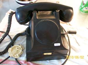 414. LM Ericsson, telefon. Typ: Svart bakelit, intern telefon utan nummerskiva med vev. Nr: 22. Fotonr: 100_5885