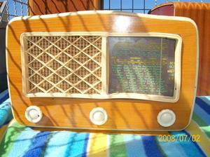 094. Såld. Luxor/Radio rörmottagare. Typ: 355 L Luxorita. Nummer: 188420. Fotonr: 100_1191. Inlagt på webben 2014 06 03.