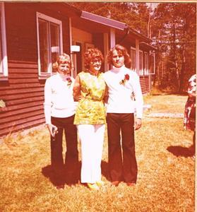 Fr vänster Runo Söderlund, min mor Iris Jacobsson och jag
