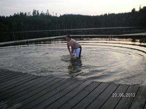 SANY0101. Emil tog ett dopp i sjön vid GEKÅS. 20/6 21:29.