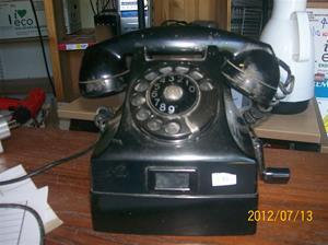 586. Televerket, telefon. Typ/nr: 00-29562-00. Lapp på undersidan: CRA 11/70 Sign HP. Fotonr: 100_9342
