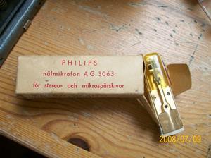 220. Dux, grammofonstift. Typ: V 1421. Nr: 880111. Philips nålmikrofon AG 3063 stereo DMW. Märke på stiftet: AG 3060. Fotonr: 100_1370
