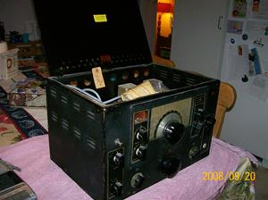 255. National High Frequency Receiver. Typ: NC-100XA. Nr: ? Servad 1960 06 13 enligt lapp i locket. Fotonr: 100_2194