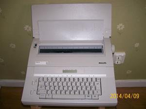 848. Philips skrivmaskin. Typ: V W 2240/13. Nr: 8622 342 24139. Tillverkad i SingaporFotonr: 101_0597