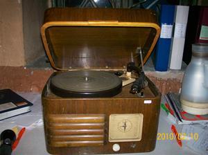 358. Radiola, radiogrammofon. Typ: 1506 V. Nr: 1x6V 7854. Grammofon: Garrard. Typ: 4 SP DS. Schedule nr: 54400S. Fotonr: 100_4977