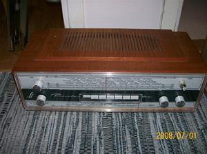 076. Linnet & Laursen (Köpenhamn) transistorradio. Typ: LL Piccolo box. Nummer: 382663. Fotonr: 100_1154. Inlagt på webben 2014 06 03.