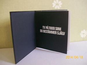 858. Videohandbok. Som framgår av namnet, en handbok för då gällande videosystem år 1975(då fanns det ett par olika system, idag finns bara VHS kvar).  Fotonr: 101_0611