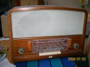 095. AGA rörmottagare. Typ: 2623. Nummer: 397744. Radion har tillhört Hugo Olofsson Eksta, Gunnars far. Fotonr: 100_1188. Inlagt på webben 2014 06 03.