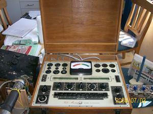 Såld. 130. Kontakta mig: peja59@telia.com  .TubeMaster. Radioinstrument-Stockholm Sweden. Typ: Model 50 Dynamic, 110-250v, Cyc 50-60. Serienr: 945. Tillv.nr: 08177.  Fotonr: 100_1245. Inlagt på webben 2014-06-05.