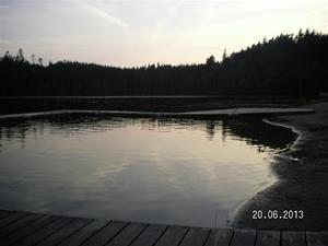 SANY0097. Emil tog ett dopp i sjön vid GEKÅS. 20/6 21:29.