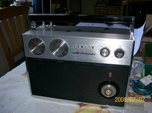 119. Zenith transistorradio. Typ: Royal 2000 AM-FM All transistor. Nummer: Chassis 11 ET 40Z2. Fotonr: 100_1228. Inlagt på webben 2014-06-04.
