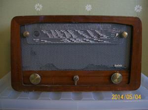 869. Radiola, rörmottagare. Typ: 1524V, nr: 3657. Tillverkn.år: 1953. Fotonr: 101_0629